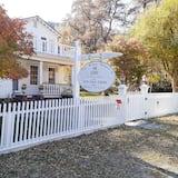 White House Inn Genoa