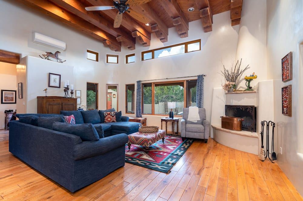 House, Multiple Beds, Patio, Mountain View - Living Room