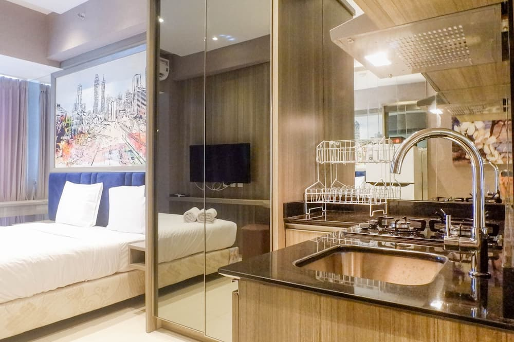 Best Studio Apartment Connected To Pakuwon Mall At Supermall Mansion, Surabaya