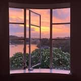 Serene Harbourside 3-bedroom home