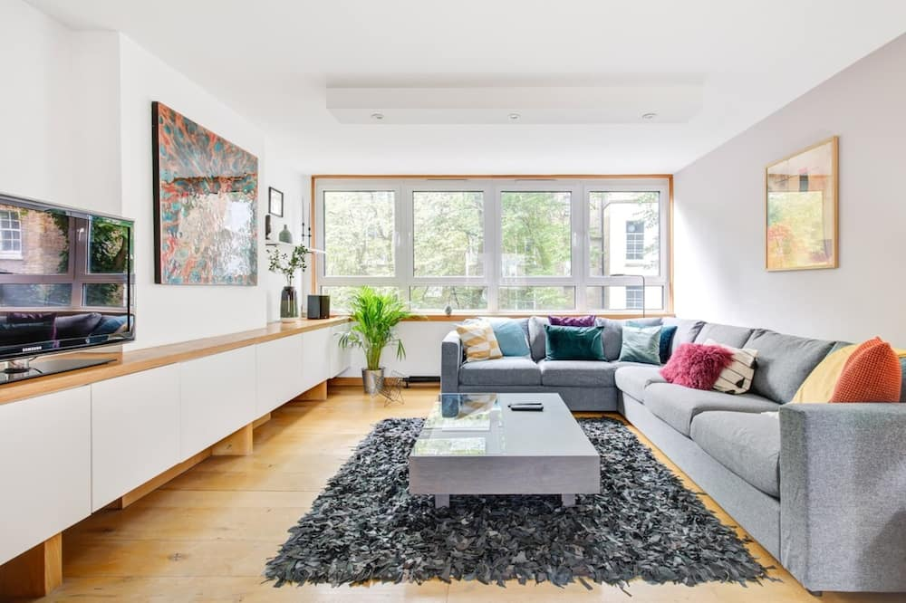 Basic Apartment, 2 Double Beds - Living Room