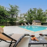 House (Luxury Haus Near Main St with Pool an) - Pool