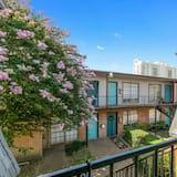 Condo (New! Modern Apartment Just 3min Away ) - Balcony