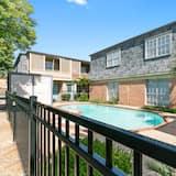 Condo (New! Modern Apartment Just 3min Away ) - Pool