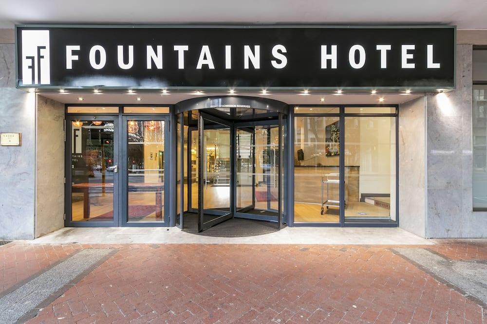Fountain Suite 1005