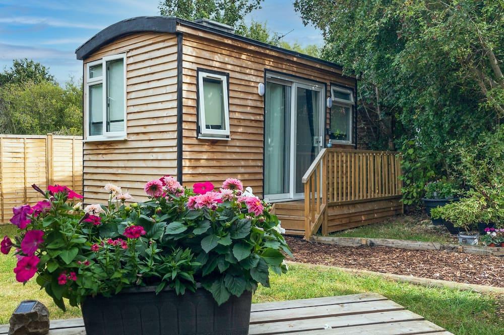 Beautiful 1-bed Modern Shepherds hut Near Bath