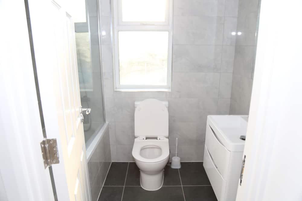 Apartamentai, iš miegamojo pasiekiamas vonios kambarys - Vonios kambarys
