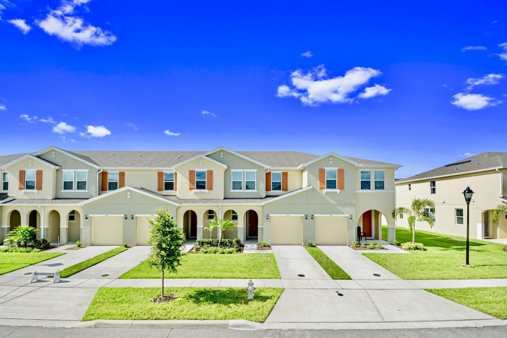 Family Friendly 4 Bedroom Close to Disney in Orlando Area 5119, Kissimmee