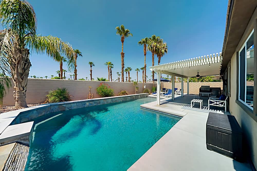 Exceptional Vacation Home In Indio 4 Bedroom Home