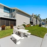 Condo (1 Bedroom at Madeira Beach Yacht Club) - Property Grounds