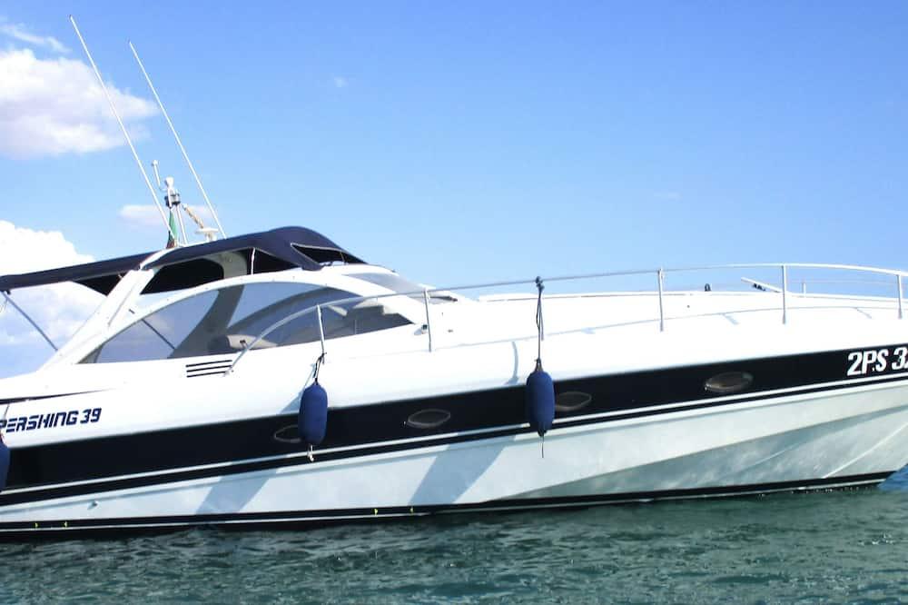 Pershing 39 Extra Luxury Yacht Cruise