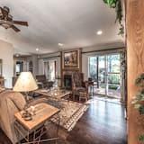 Cabin (Wilbank's West) - Living Room