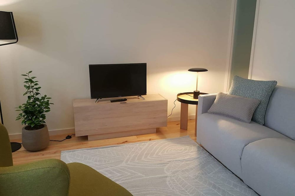 Nhà cơ bản, 1 giường đôi và sofa giường - Phòng khách