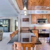 Cabin, 4 Bedrooms - Bilik Rehat