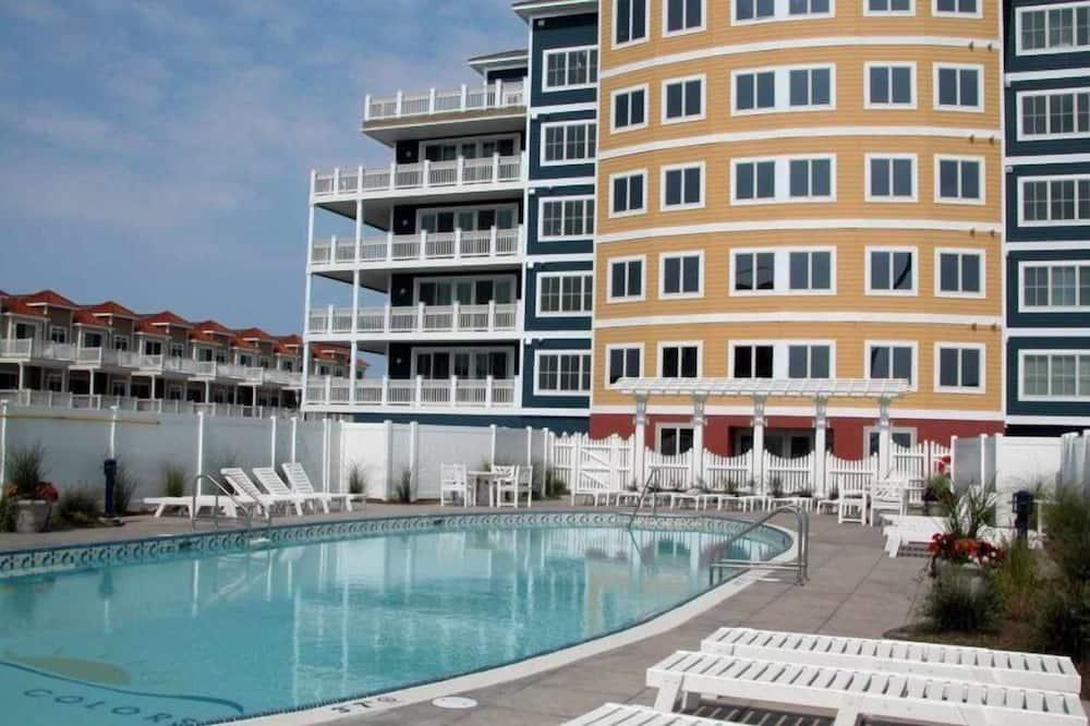 Condo (WC7701 Atlantic Avenue, Unit 304) - Pool