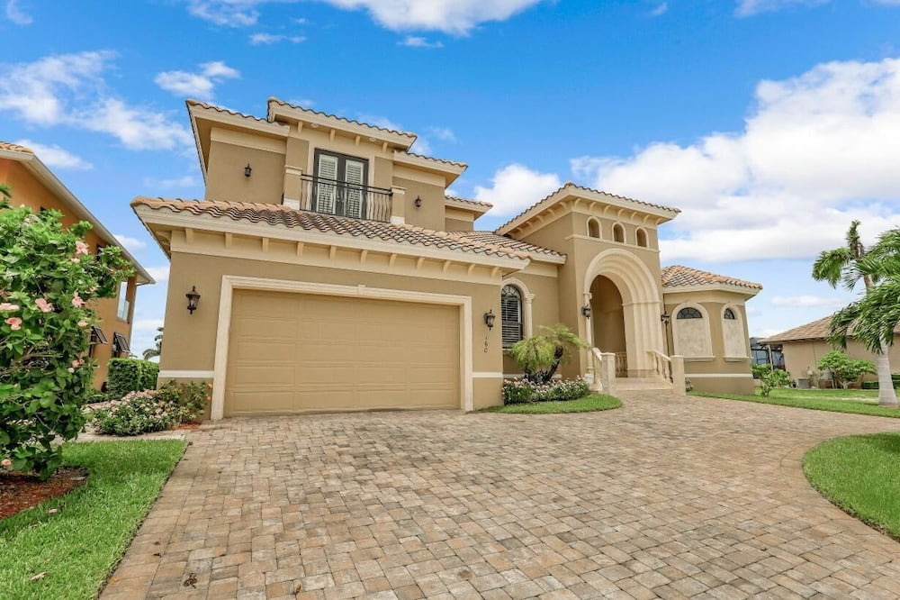 160 Copperfield Court, Marco Island