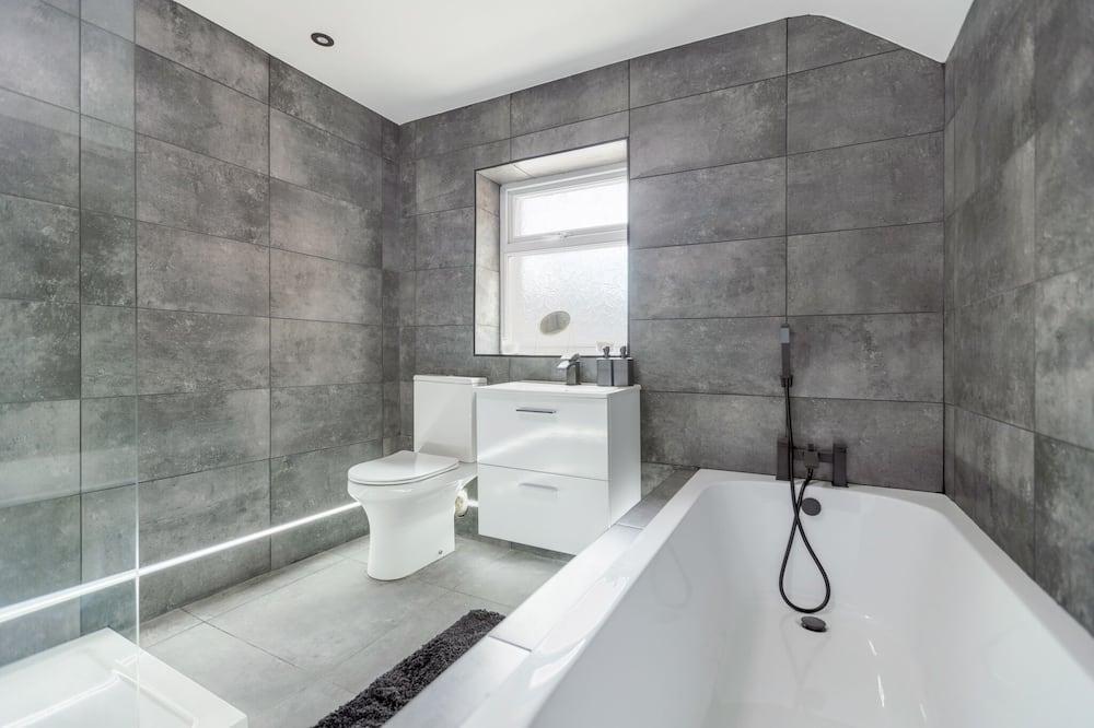 Executive Apartment, Private Bathroom - Bathroom