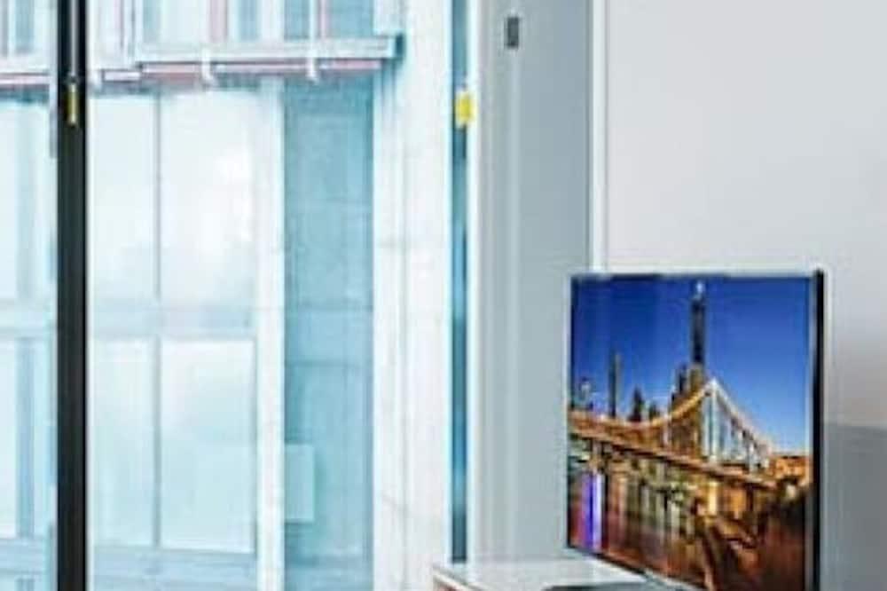 2BR Luxury Skytower CBD Pool Gym Netflix