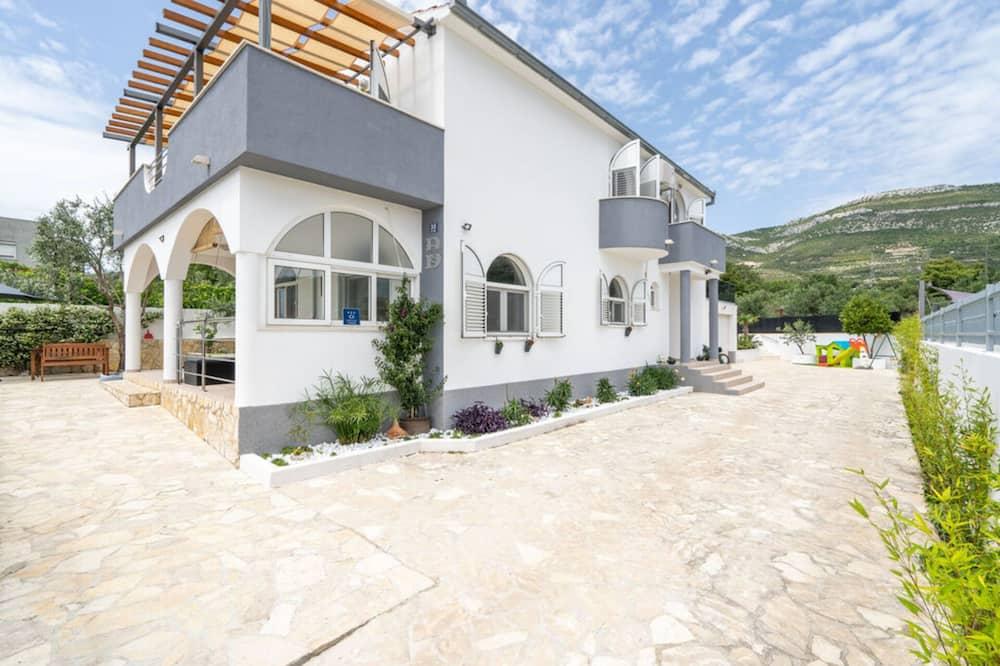 Remarkable 4-bed House in Kaštel Novi