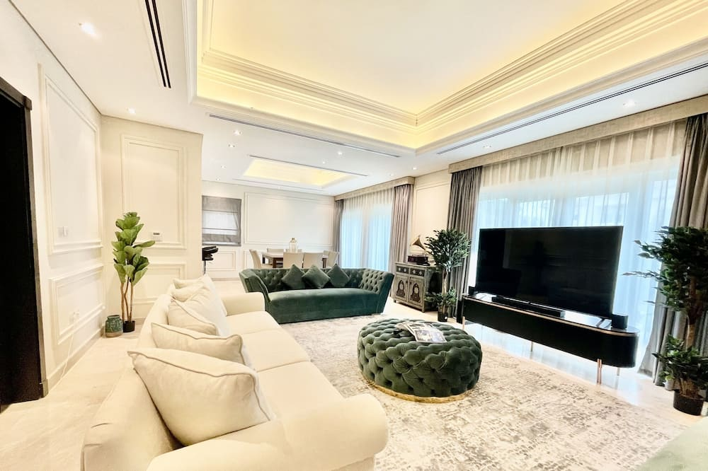 Villa (4 Bedrooms) - Living Room