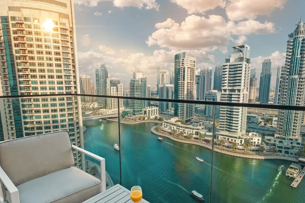 LUX - Contemporary Suite with Full Marina View 5