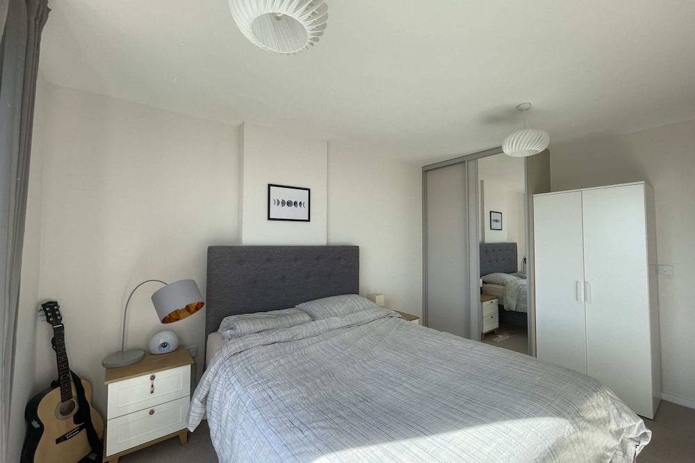 Basic Apartment, 1 Queen Bed with Sofa bed - Room