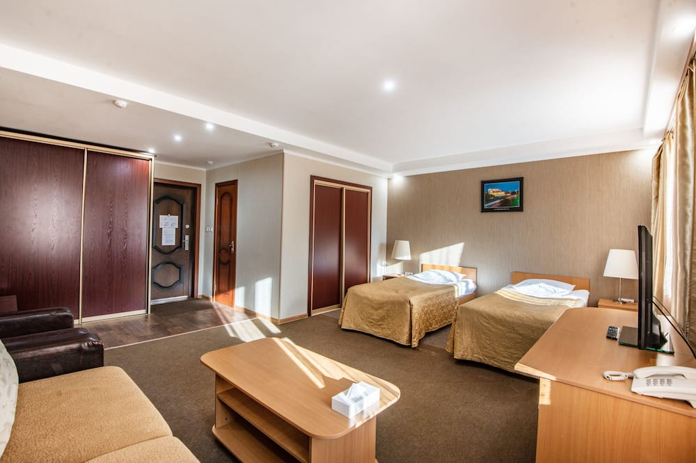 Superior Triple Room, Multiple Beds - Guest Room