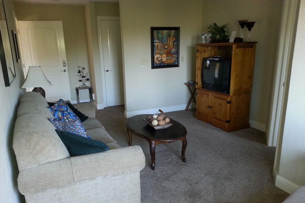 Superior Quadruple Room, Ensuite, Mountain View (The Suite (2 room)) - Living Room