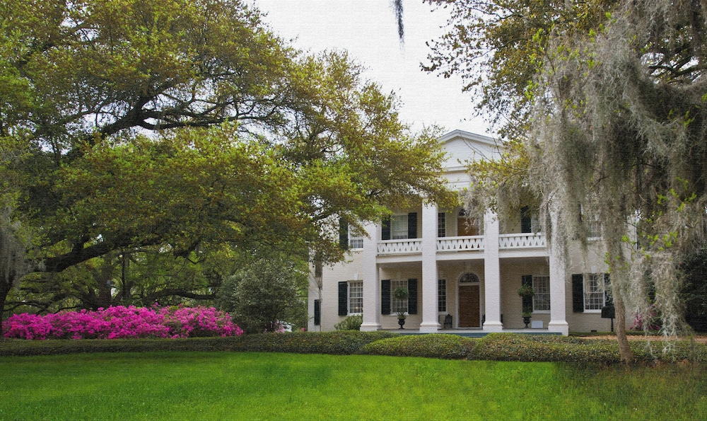 Monmouth Historic Inns And Gardens Natchez