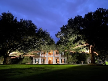 Picture of Monmouth Historic Inns and Gardens in Natchez