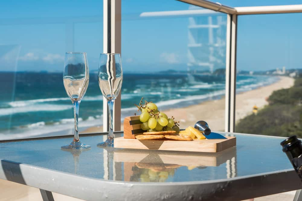 Standard Apartment, 3 Bedrooms, Beach View - Balcony