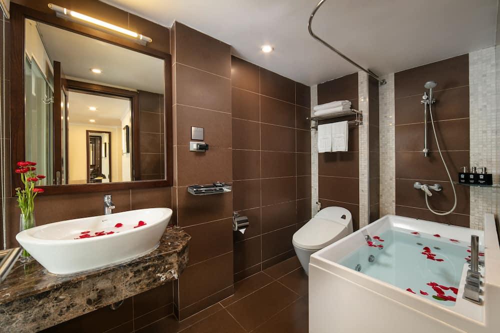 Номер-люкс преміум-класу, 1 ліжко «кінг-сайз», з балконом, з видом на місто - Ванна кімната