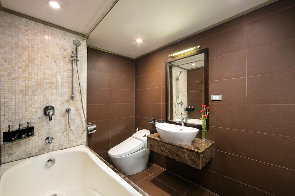Номер-люкс категорії «Джуніор», ванна, з видом на місто - Ванна кімната