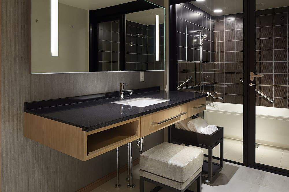 Junior Suite Twin Room, Non Smoking - Bathroom