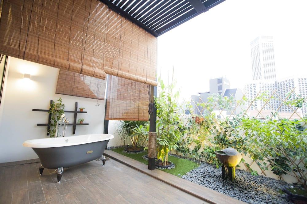 Suite (Artist)  - Balcony