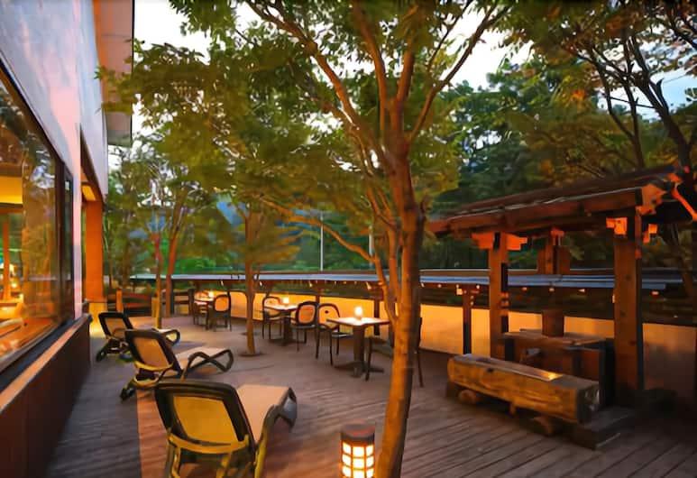 惠高莊山野飯店, 高山村, 室外用餐