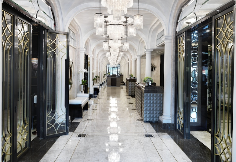 The Wellesley Knightsbridge, A Luxury Collection Hotel, London, Vestibyle