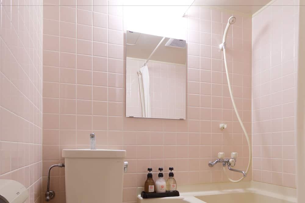 חדר קלאסי, ללא עישון, חדר רחצה פרטי (Small Japanese room with 2 Futons) - חדר רחצה