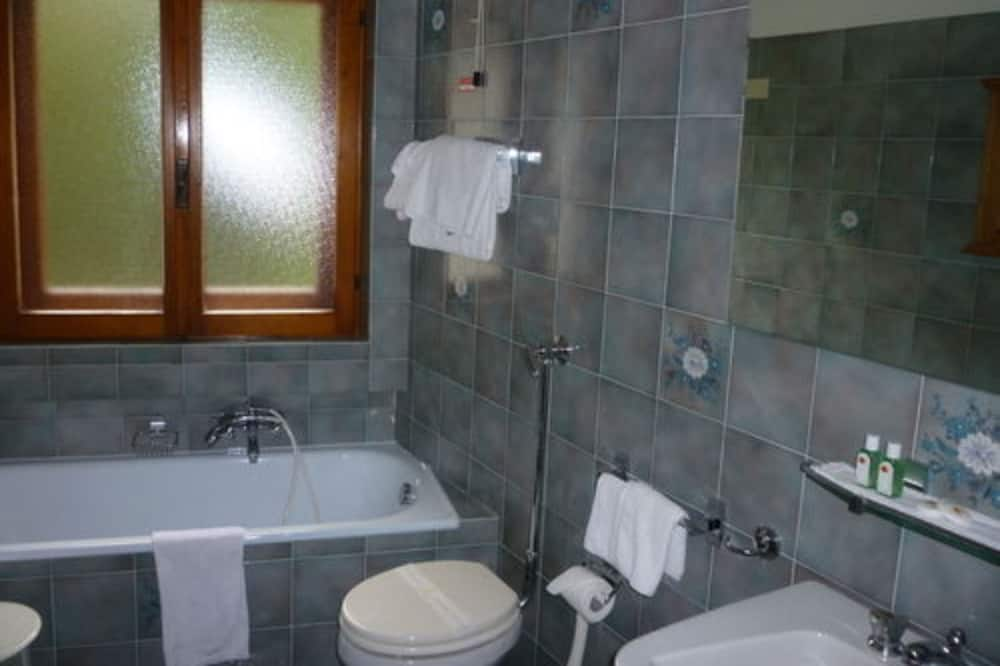 Room, Connecting Rooms - Bathroom