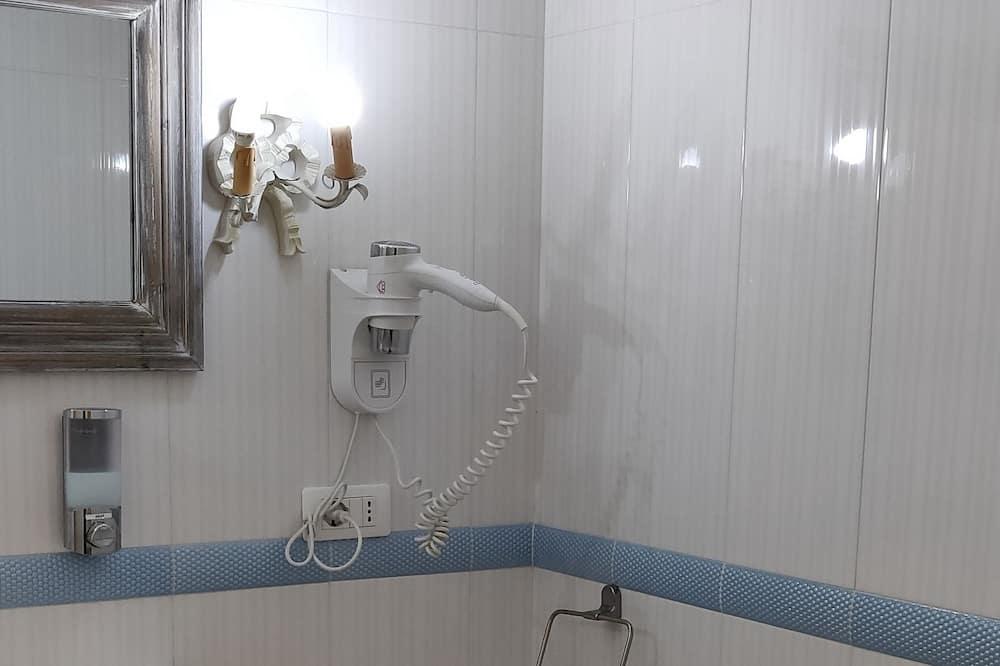Room (Mare) - Bathroom