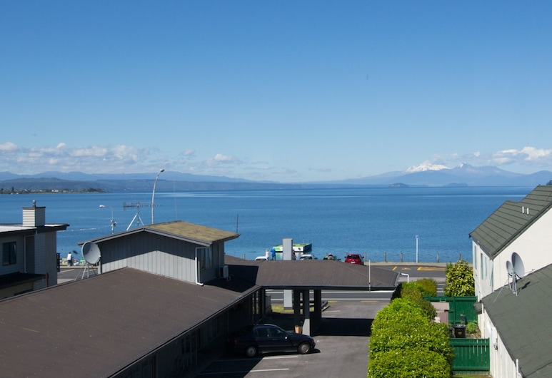 Absolute Lakeview Motel, Taupo, Deluxe Spa Studio, Guest Room View
