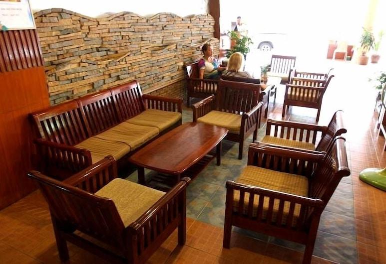 Queen Pattaya Hotel, Pattaya, Lobby Sitting Area