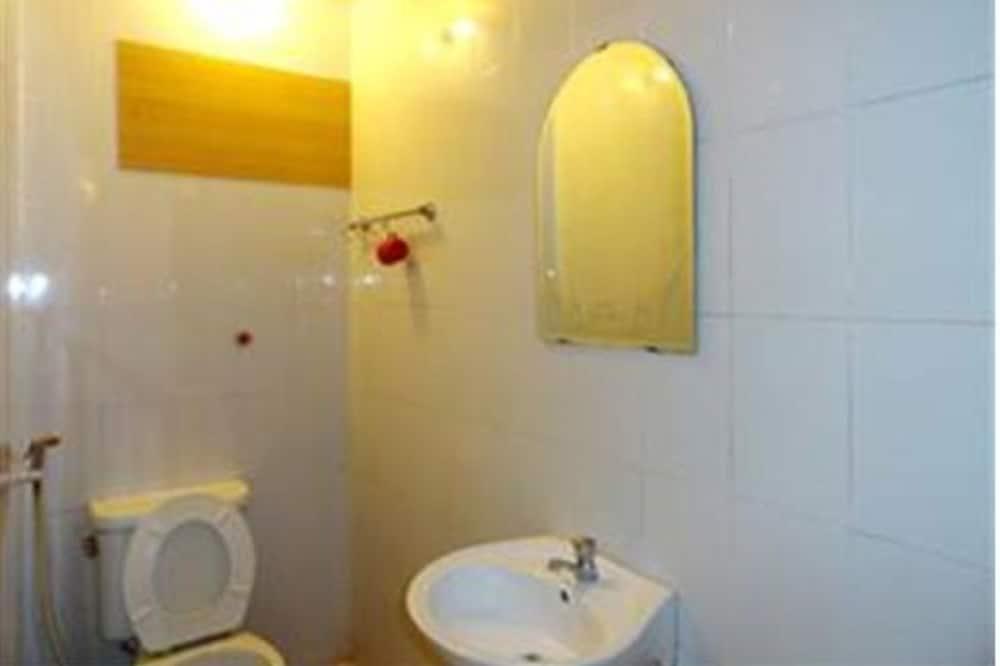 Twin Room (Aircon) - Bathroom