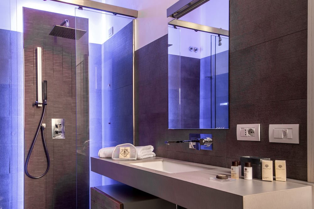 Superior Room (with chromotherapy shower) - Bathroom