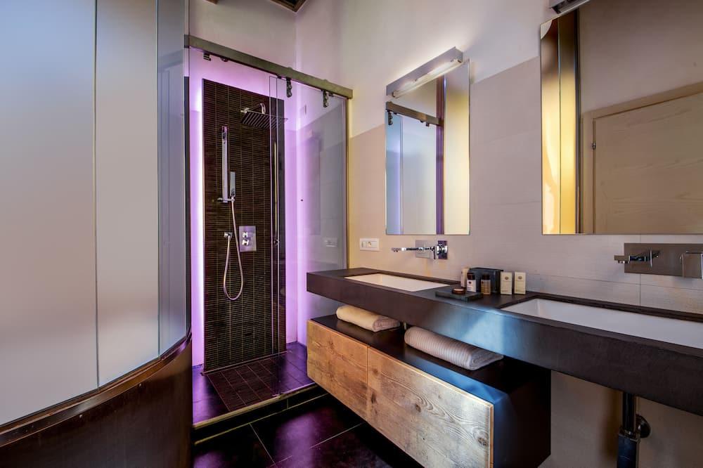 Deluxe Room (with jacuzzi bathtub) - Bathroom