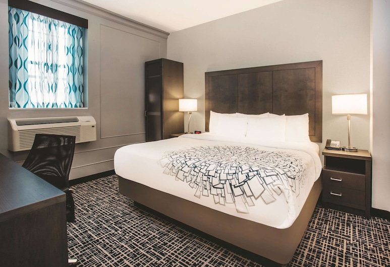 La Quinta Inn & Suites by Wyndham Baltimore Downtown, Baltimore, Room, 1 King Bed, Non Smoking, Guest Room