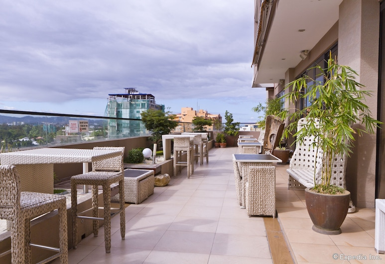 Castle Peak Hotel, Cebu, Vakarienės lauke