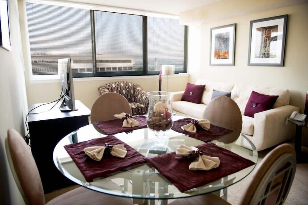 Стандартні апартаменти, 1 ліжко «квін-сайз», для некурців - Обіди в номері