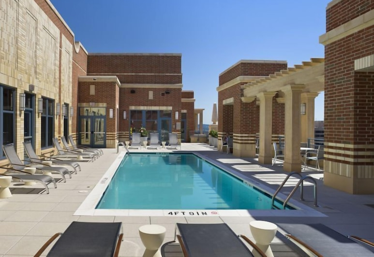 Crystal Quarters Furnished Apartments At The Gramercy, Arlington, Rooftop Pool