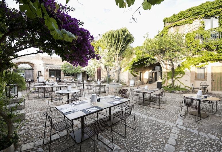 Baglio Siciliamo Country House, Noto, Outdoor Dining